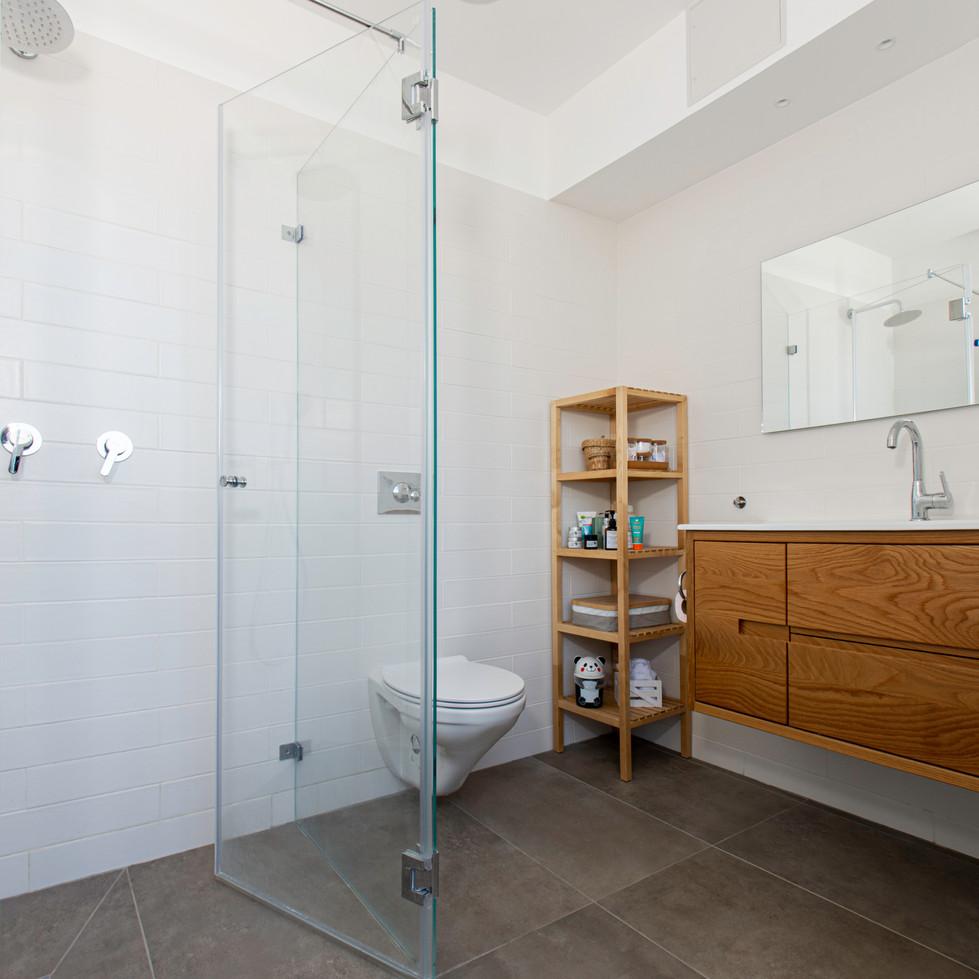 מקלחת.jpg