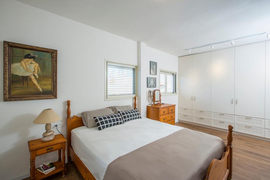 32_bedroom.jpg