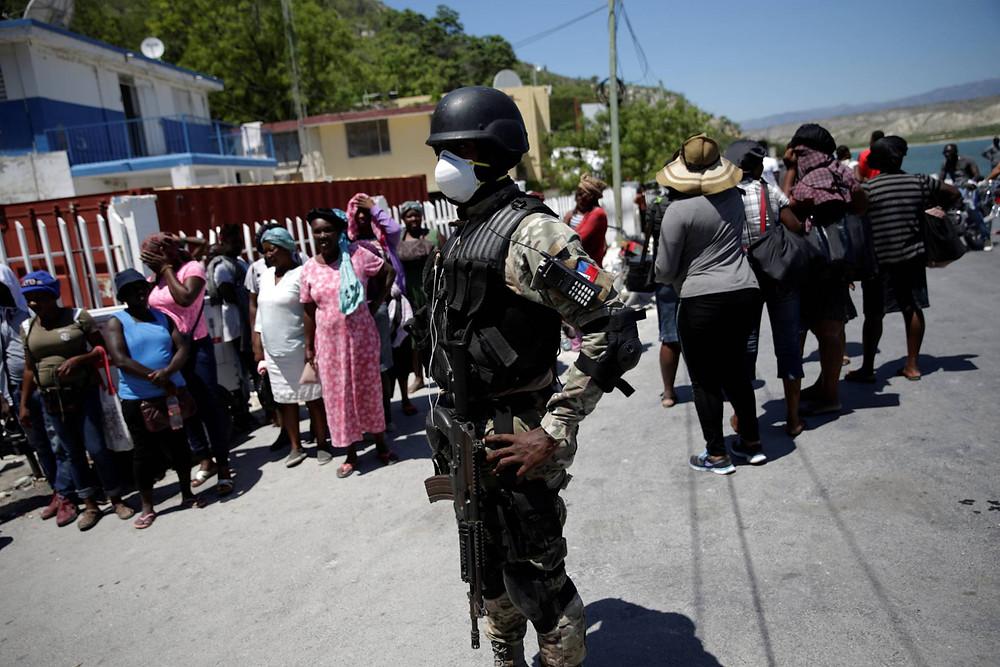 Militares en la frontera de Haití durante pandemia del COVID-19