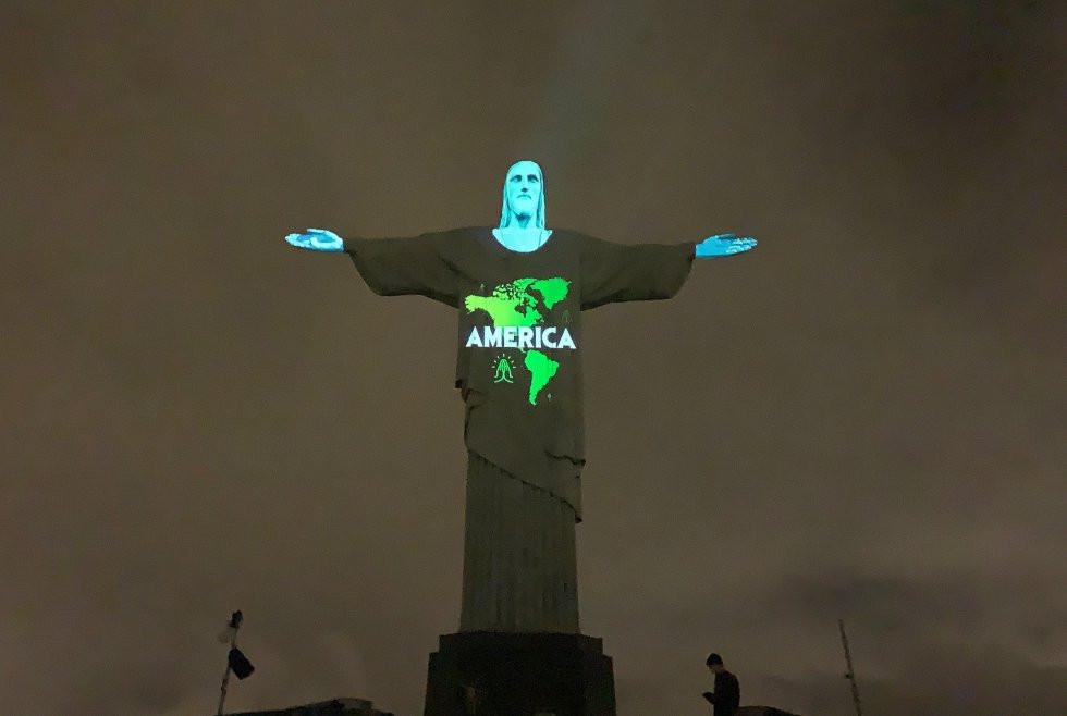 en el Cristo Redentor de Río de Janeiro proyectan los países infectados durante pandemia del COVID-19