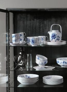 Blomst dinnerware for Royal Copenhagen (decoration by Wouter Dolk)