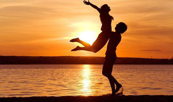 beach-couple_00267759.jpg