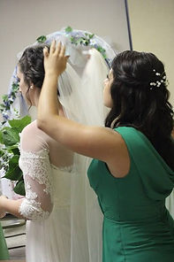 Midlength wedding veil