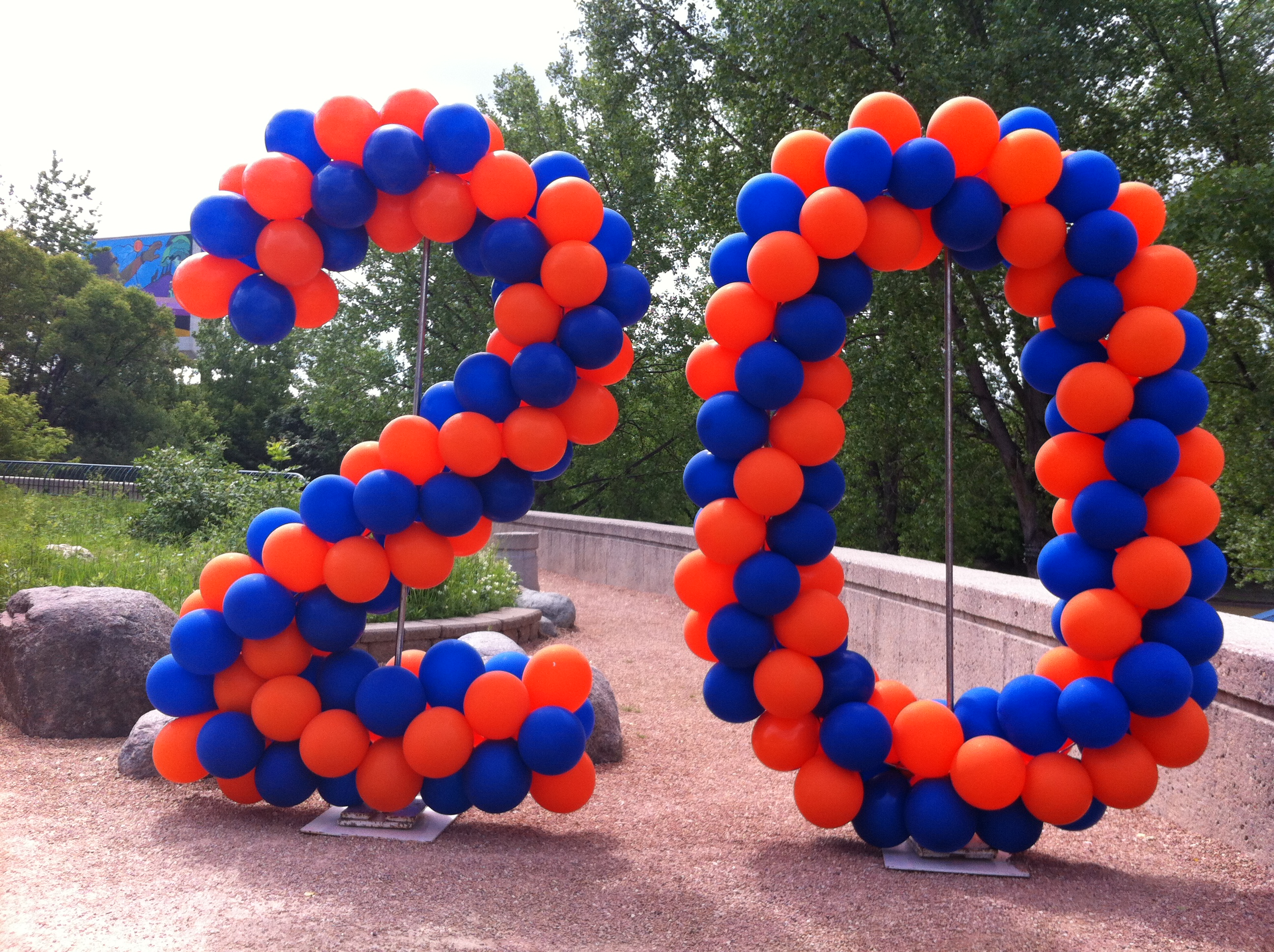 Number balloon sculpture
