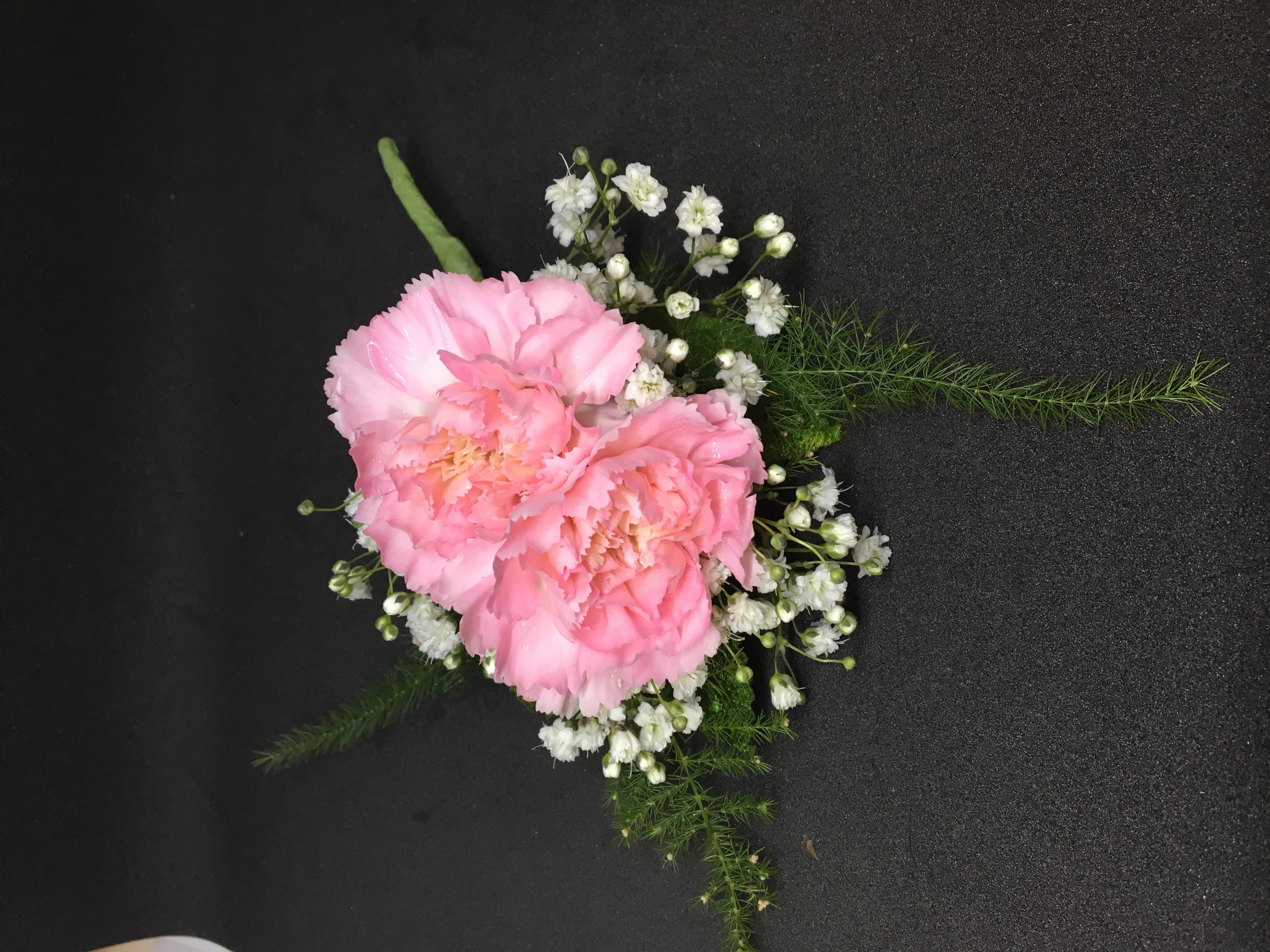 Minicarnation boutonniere pink