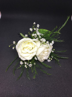 2 White spray rose boutonniere