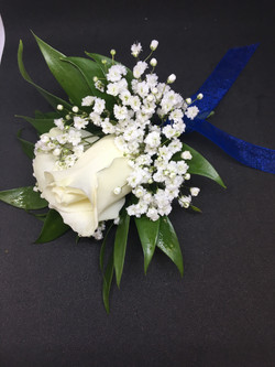Single Rose Boutonniere w/blue