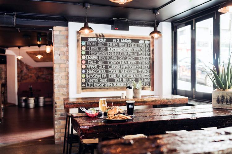 4Pines-Bar-Brisbane-dining-area