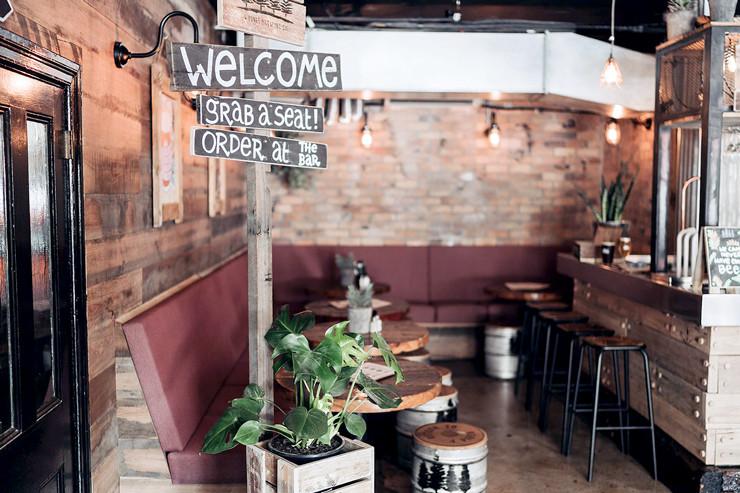 4Pines-Bar-Brisbane-seating-dining-area