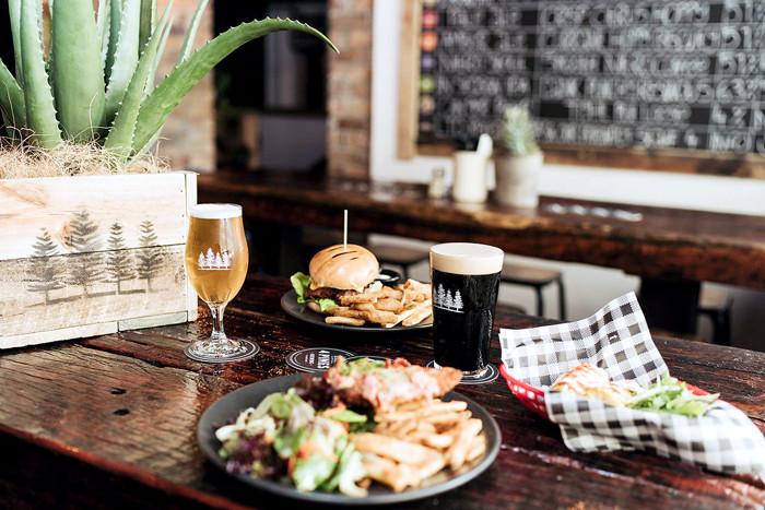 4Pines-Bar-Brisbane-table-food