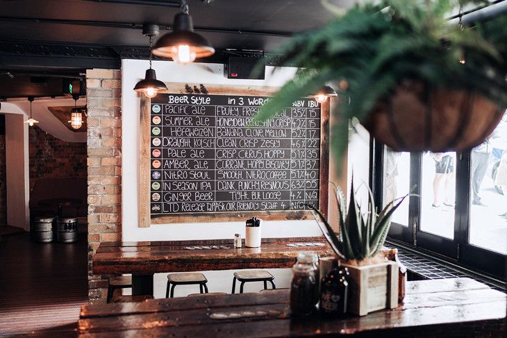 4Pines-Bar-Brisbane-dining-tables