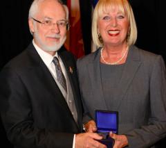 Lisette Jean reçoit la médaille du lieutenant-gouverneur du Québec pour les aînés