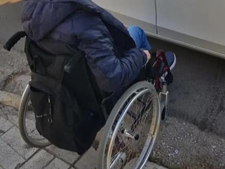 Ράμπα ΑμεΑ: Ένας στους 15 οδηγούς παρκάρει πάνω τους