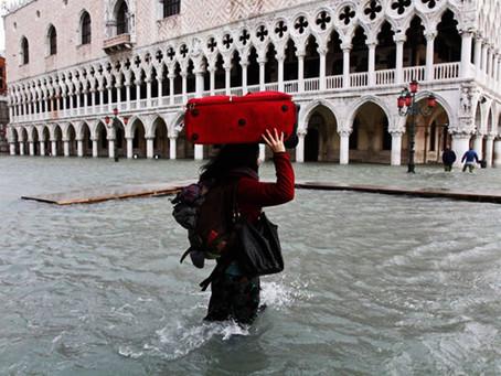 """Βενετία: Κλιματική αλλαγή και ανθρώπινες αποτυχίες οι """"ένοχοι"""" της καταστροφής"""