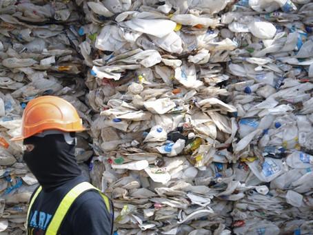 Πλαστικά απορρίμματα: Η Μαλαισία τα επιστρέφει στις χώρες απ' όπου προέρχονται [vid]