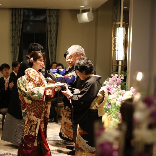 大阪城結婚式場 花束贈呈