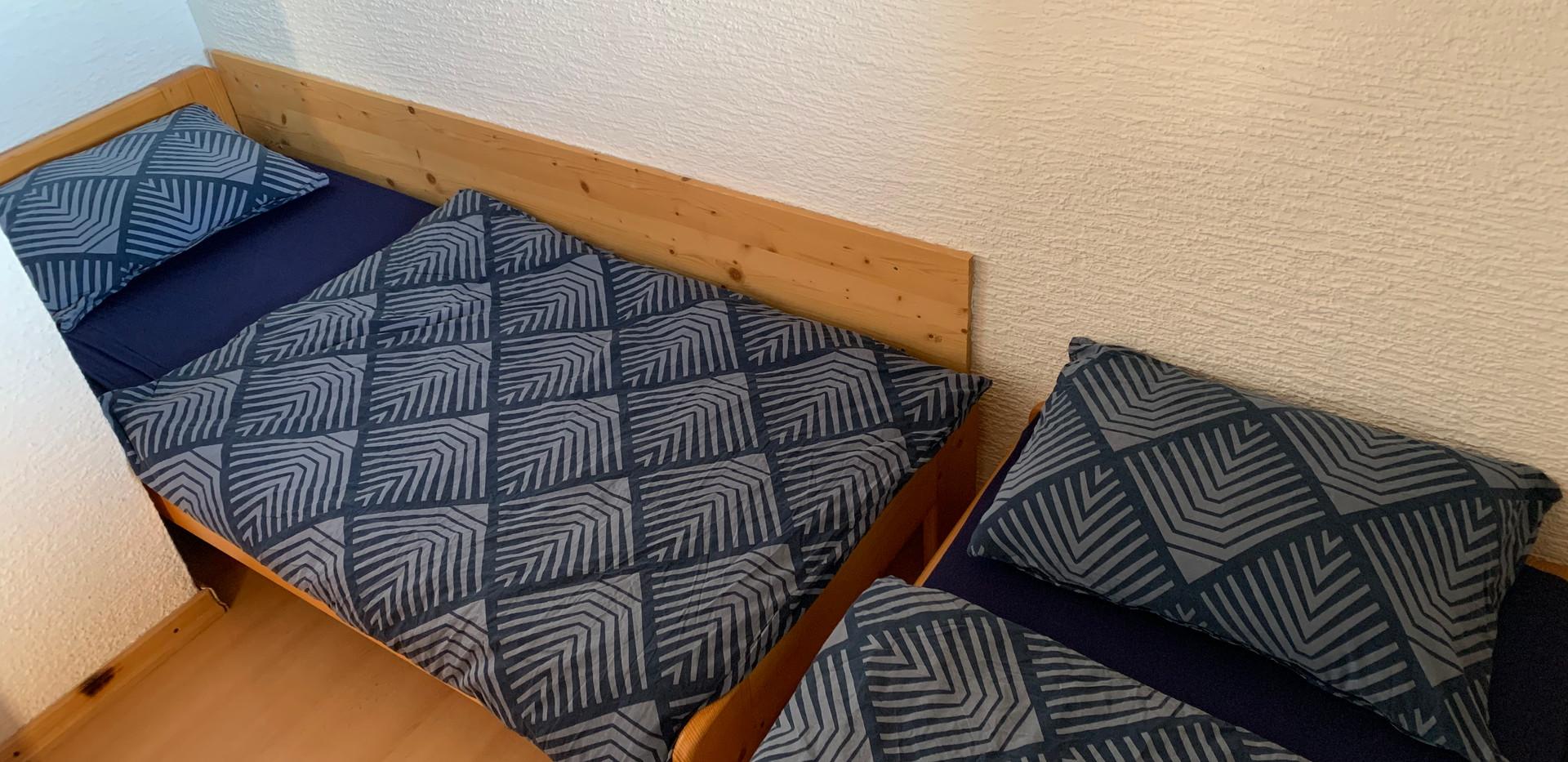 soba nadstropje (enojna postelja + postelja 80x170), namestitev Kope, koča Kope