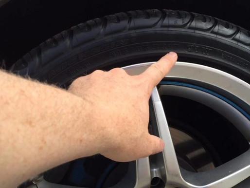 O que significam as marcações nos pneus, entenda