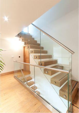 Cantileaver Oak & Glass Staircase VIII.png