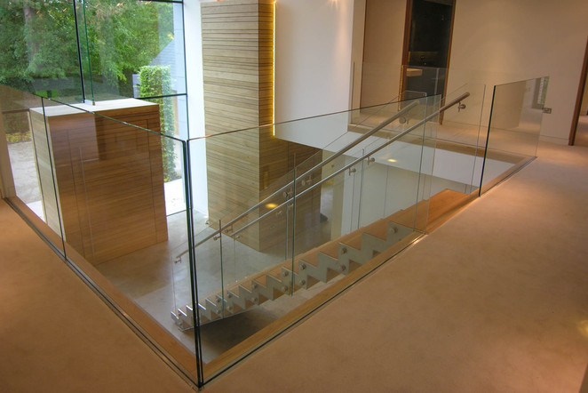 glass-staircase-balustrade.jpg
