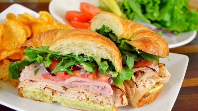 croissant sandwich.jpg