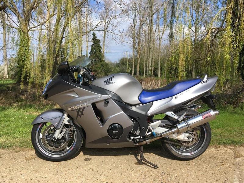 Honda-CBR-1100XX-Super-Blackbird