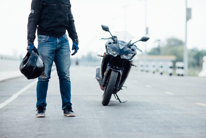 jaqueta-e-calca-para-motociclistas
