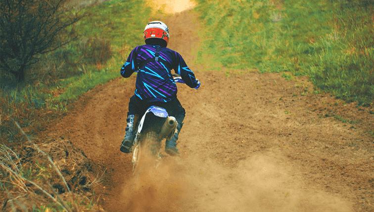 Como pilotar uma moto Big Trail