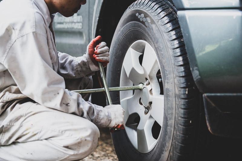 Troca-de-pneu-furado
