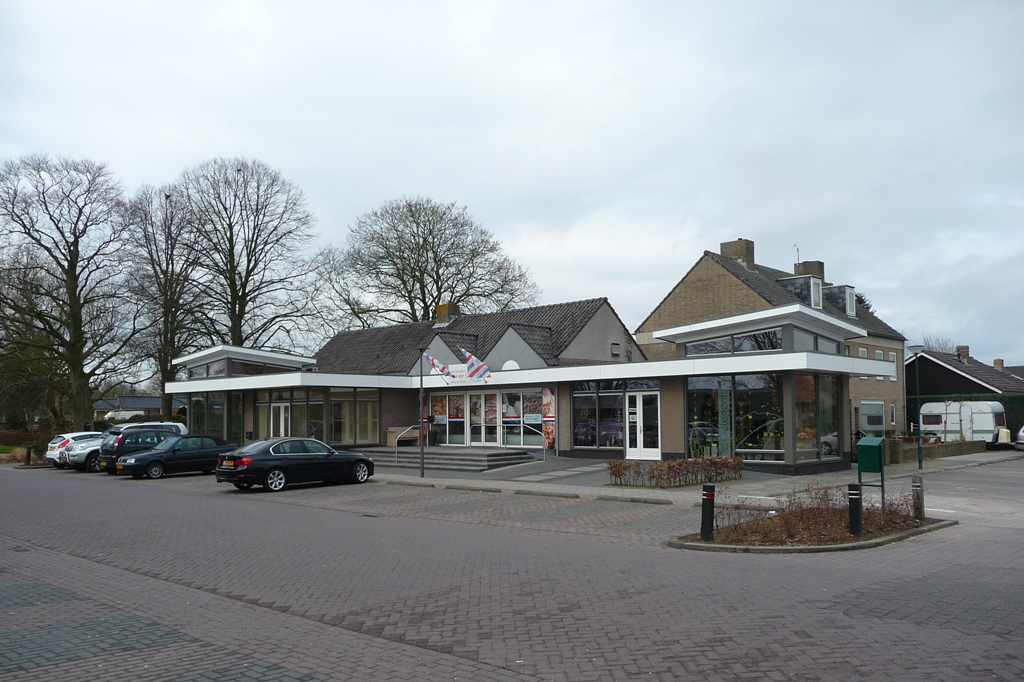 Dorpswinkels Almkerk 01