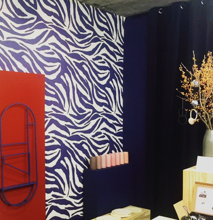 Tapete Zebra indigo von Pattern Studio