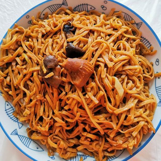 ELD45 香菇乾燒伊麵 $28