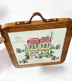 trivet shophouse with handle.jpg