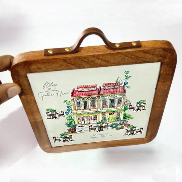 trivet shophouse with handle.jpg