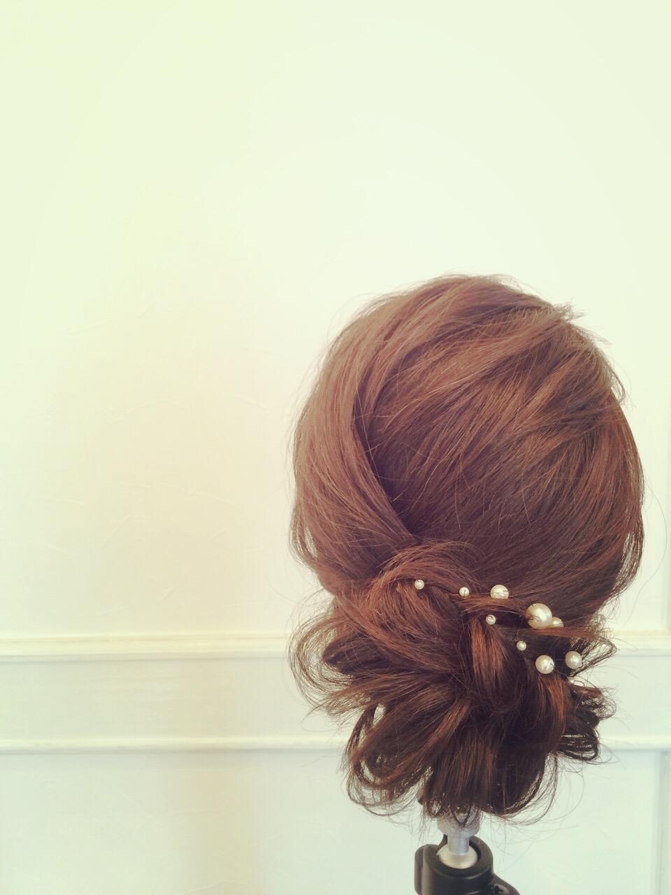 下めに作る、ルーズなまとめ髪