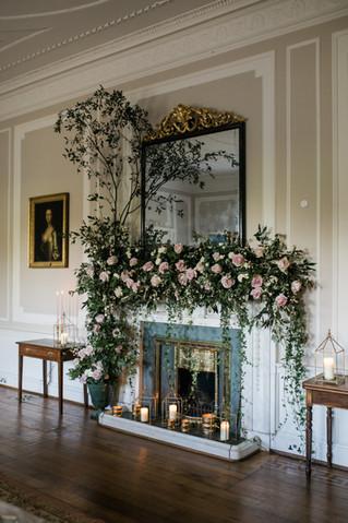 Cotswolds elegant luxury wedding flowers