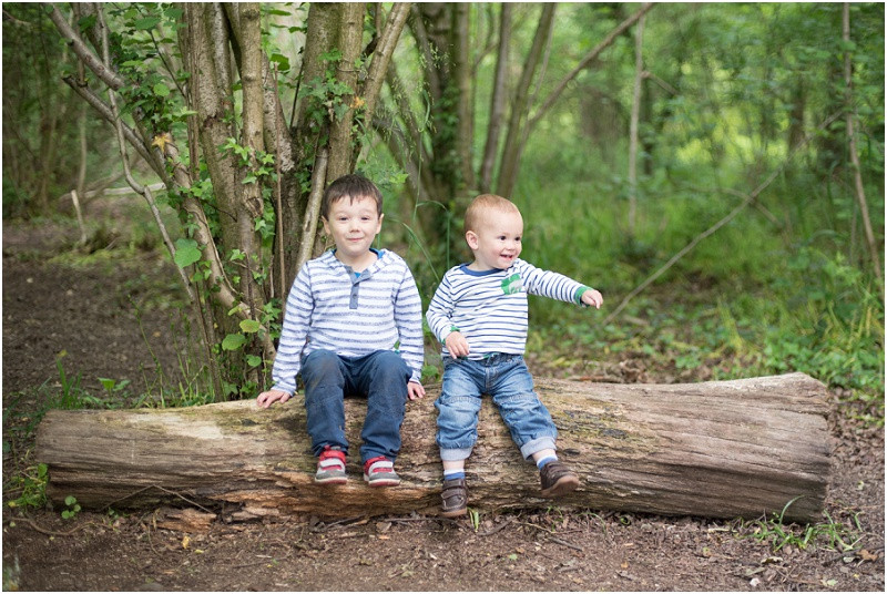 Cotswolds family photographer Worcester Woods mini shoots brothers
