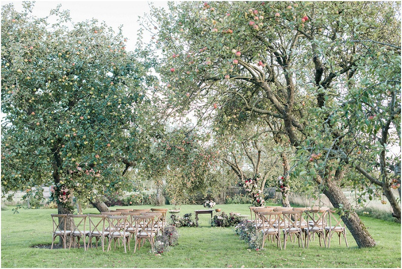From your wedding photos to your wedding venue, entertainment and flowers, check out these five steps to plan your dream relaxed Gloucestershire wedding.