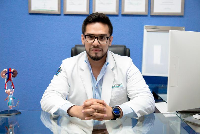 Dr Ricardo López Bezares.jpg