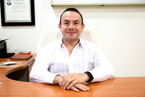 Dr Luis Alberto Ruiz Than.jpg