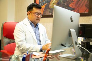 Dr Víctor Acuña.jpg