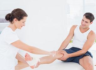 curso-de-masaje-deportivo-esguince.jpg
