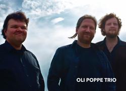 Oli_Poppe_Trio_-_from_pdf_01_13x18-text_für_Diashow
