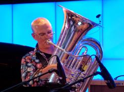 Jürg mit Tuba Jazzbaragge