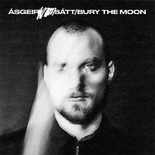 Sátt_Bury_the_moon.jpg