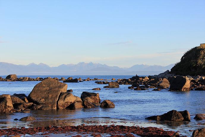 mer calme et paisible au lever du soleil