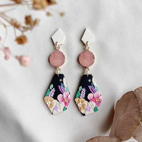 Geometric White-Pink Crystal Florals
