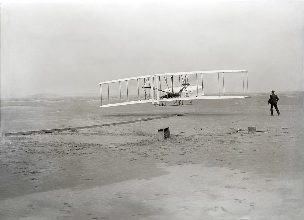 O primeiro vôo controlado