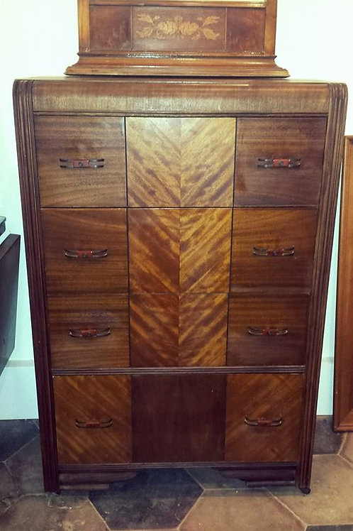 ANTIQUE CHEST OF DRAWERS 3