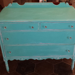 Found a new home _#babychangingtable #homedesign #turquoise #vintagestyle